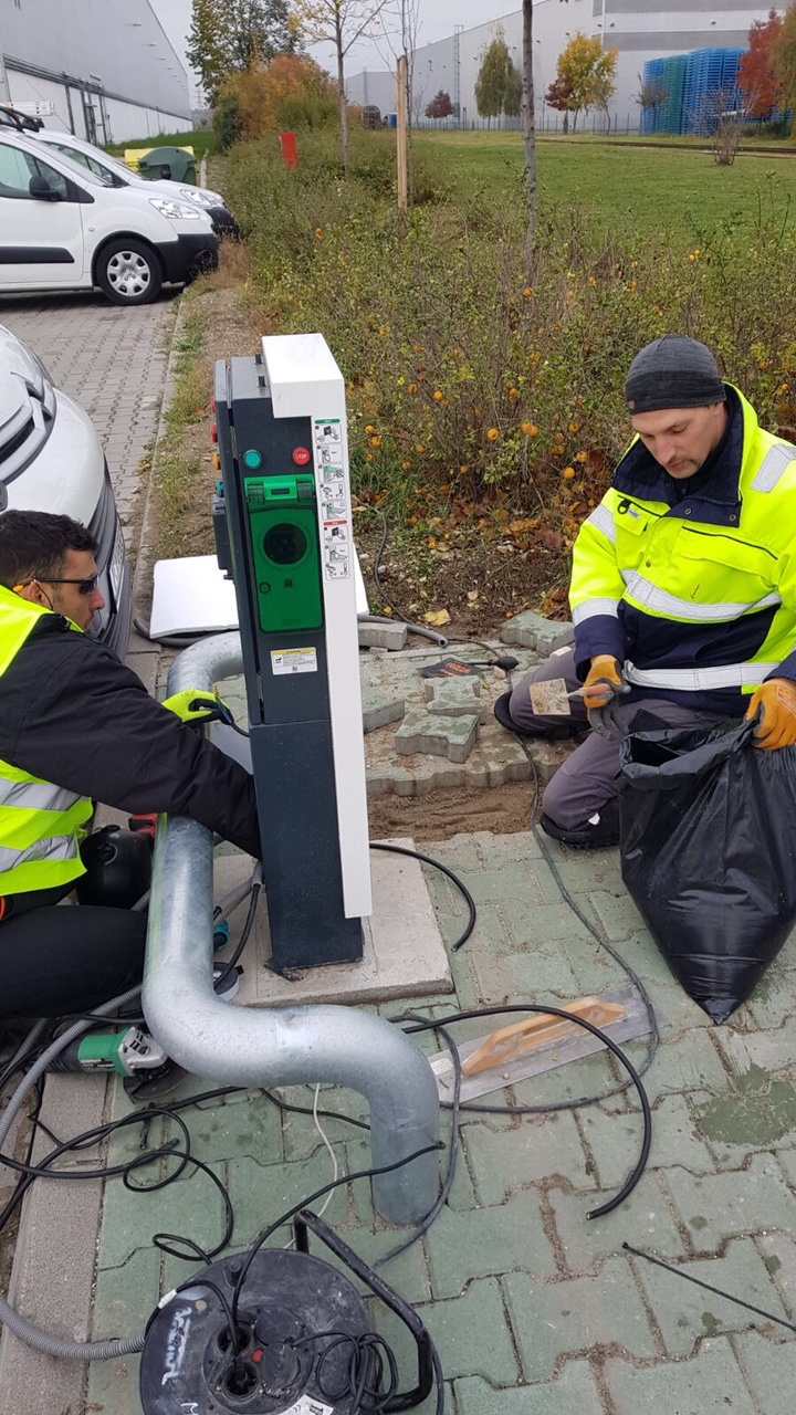 Connecting solar pavers to an electric vehicle charging station at Prologis Park Budapest-Harbor