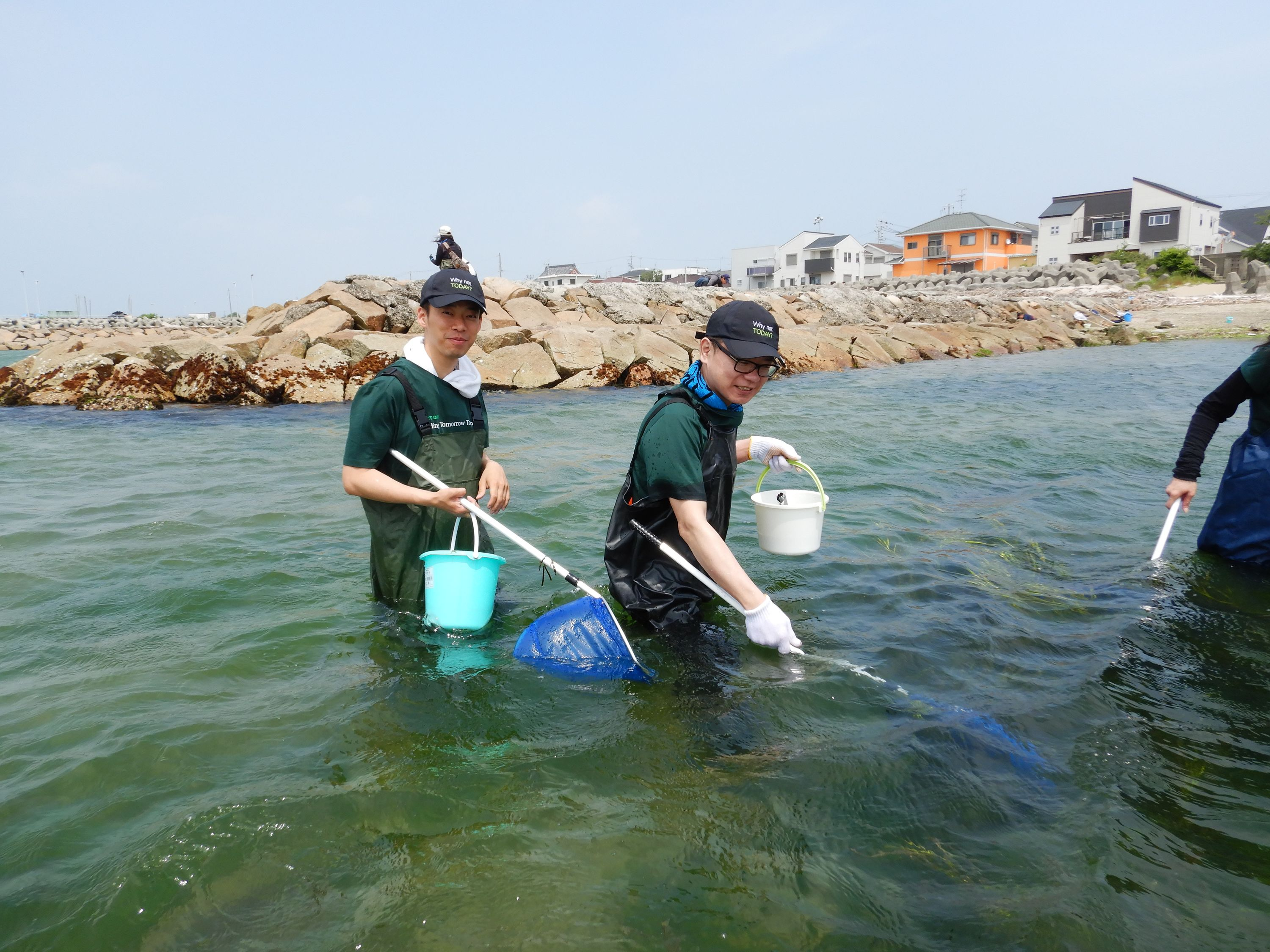 cleaning the bay in Osaka